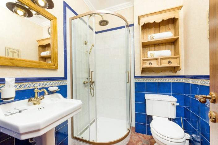 Туалетная комната номера Люкс в отеле Три мушкетера