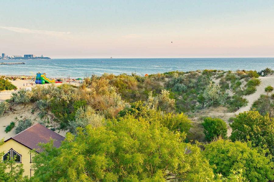 Вид на море с территории пансионата Усадьба Шато Каберне