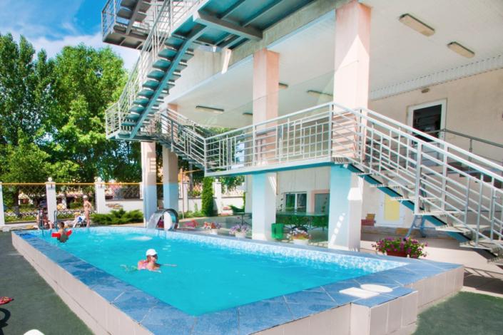 Бассейн отеля Валенсия