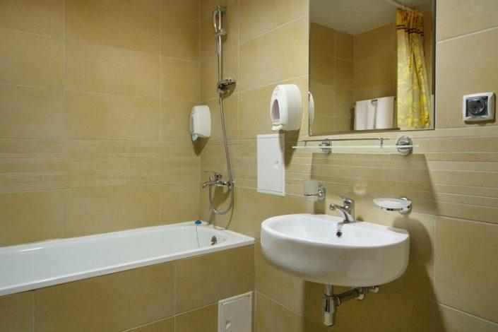 Ванная комната однокомнатных апартаментов Valset Apartments by Azimut