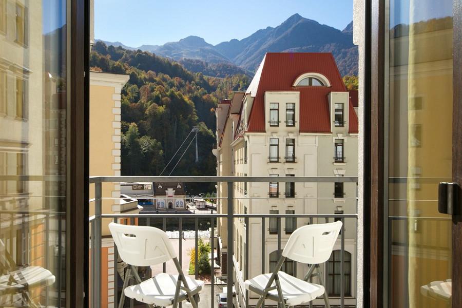 Балкон однокомнатных апартаментов с отдельной кухней Valset Apartments by Azimut