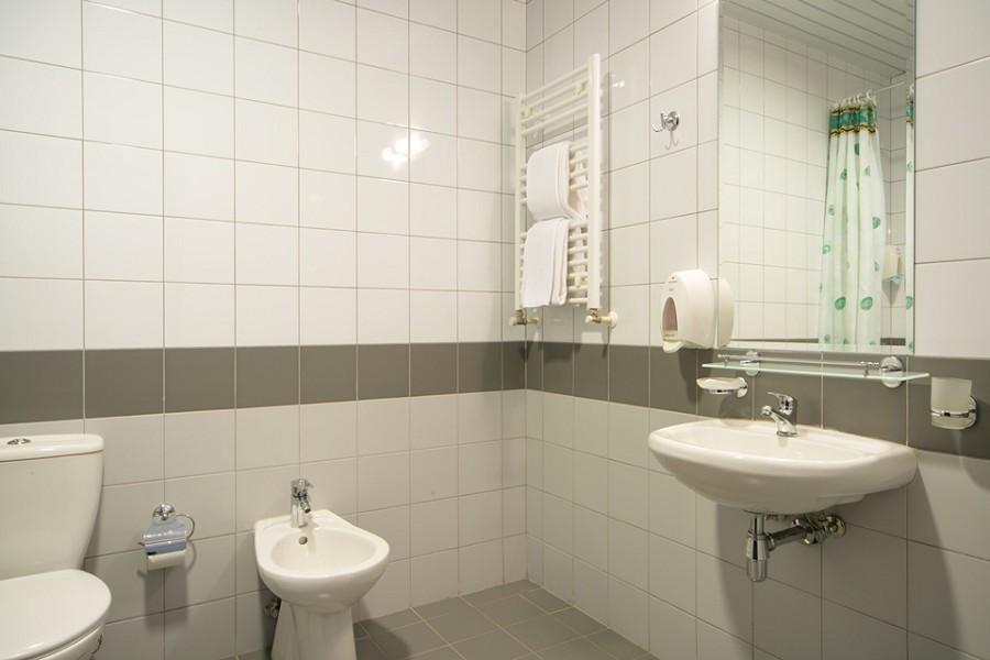 Туалетная комната двухуровневых апартаментов Valset Apartments by Azimut
