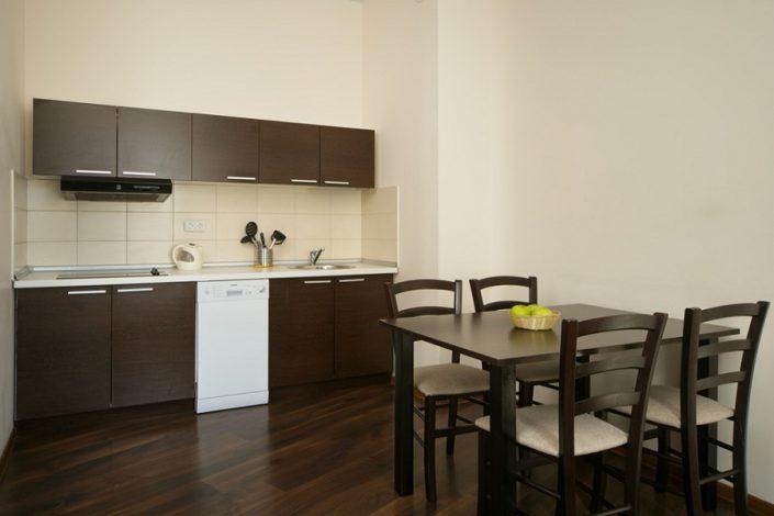 Кухня четырехкомнатных апартаментов с отдельной кухней Valset Apartments by Azimut