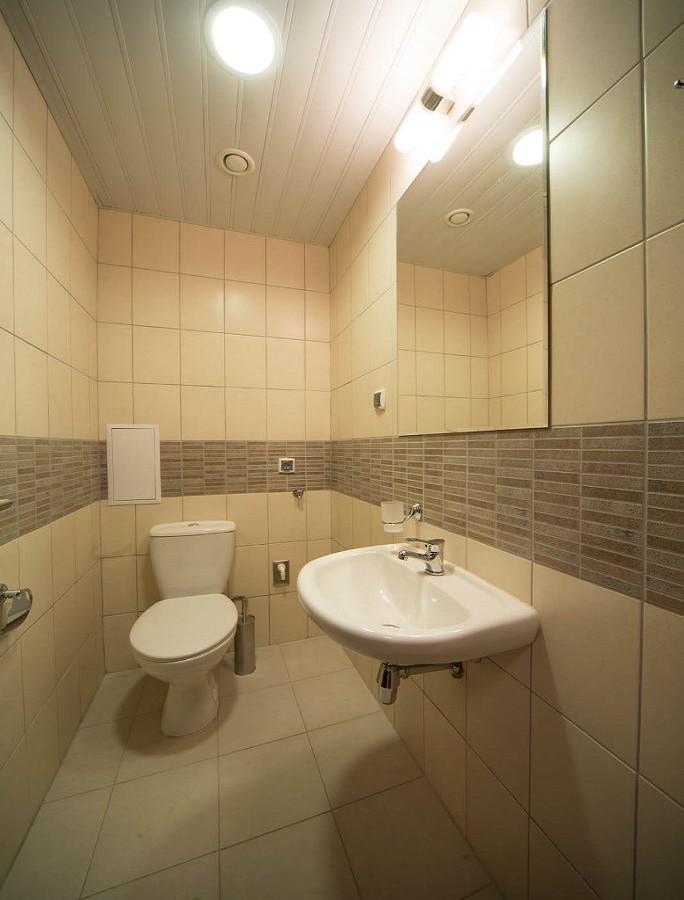 Туалетная комната четырехкомнатных апартаментов Valset Apartments by Azimut