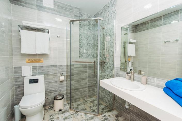 Туалетная комната номера Комфорт двухместный в отеле Venera Resort