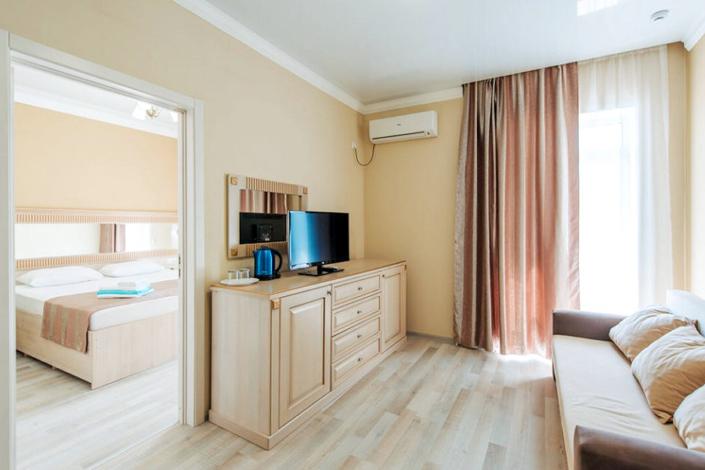 Полулюкс двухместный двухкомнатный отеля Venera Resort