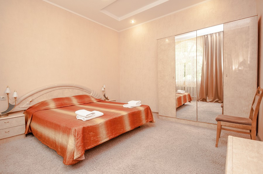 Двухместный двухкомнатный номер гостевого дома Виктор
