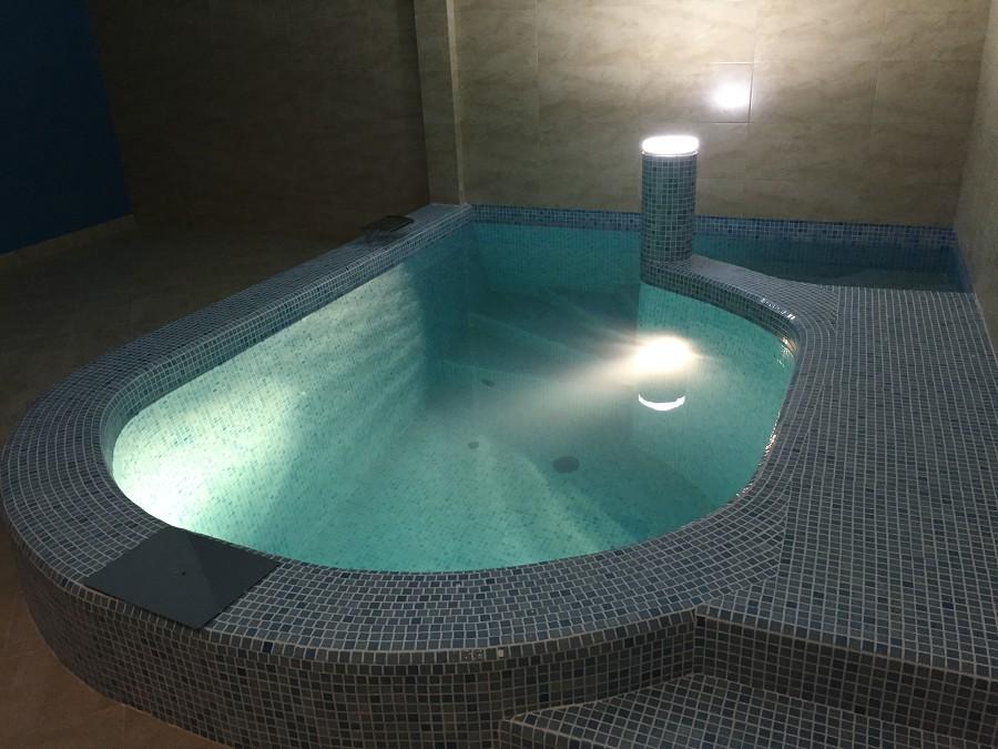 Бассейн в сауне отеля Вилла Аквавизи