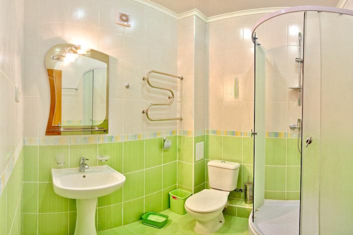 Туалетная комната номера Стандарт в отеле Вилла Алина