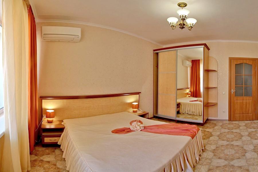 Стандарт четырехместный двухкомнатный отеля Вилла Алина