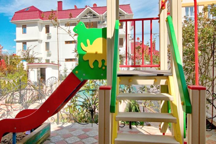 Детская площадка отеля Вилла Алина