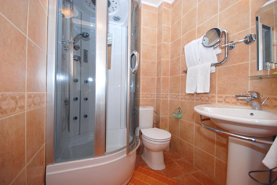 Туалетная комната Стандартного номера с лоджией отеля Вилла Анна