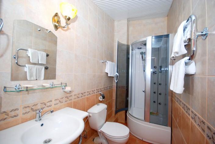 Туалетная комната в номере Аметист отеля Вилла Анна