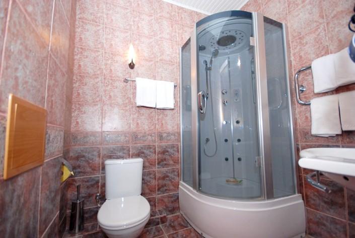 Туалетная комната в номере Коралл отеля Вилла Анна