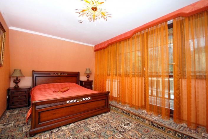 Обстановка в Царском домике отеля Вилла Анна