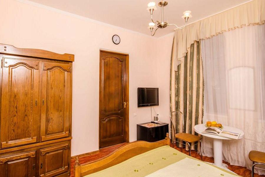 Стандарт двухместный без балкона в гостевом доме Вилла Багратион