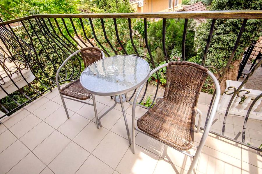 Балкон Улучшенного номера в гостевом доме Вилла Багратион