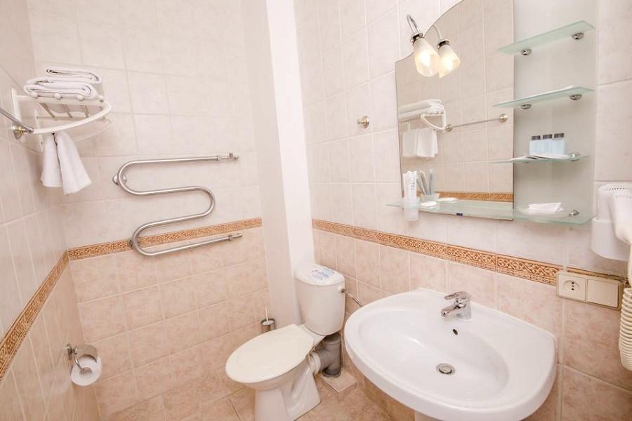 Туалетная комната номера Люкс в гостевом доме Вилла Багратион