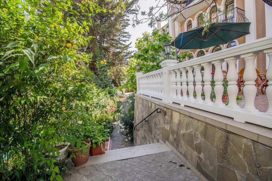 Территория гостевого дома Вилла Багратион