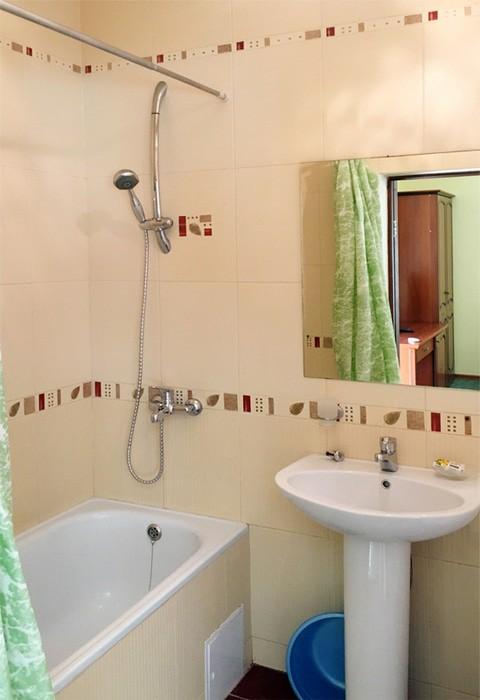 Туалетная комната номера Полулюкс гостиницы Вилла Леона, Гагра, Абхазия