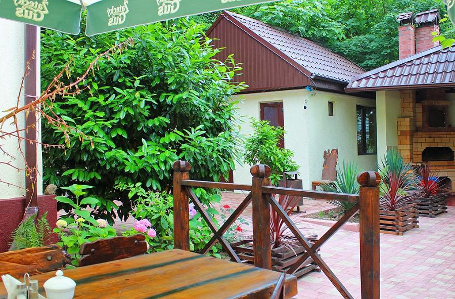 Площадка для барбекю гостиницы Вилла Леона, Гагра, Абхазия