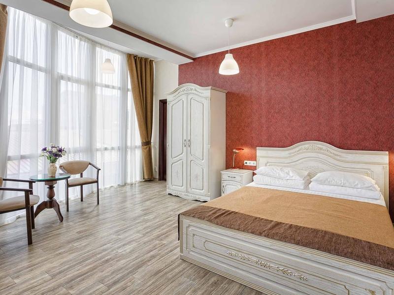 Полулюкс двухместный двухкомнатный отеля Вилла Валентина
