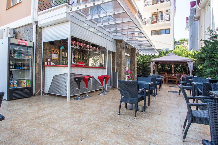 Кафе на территории отеля Вилла Валентина