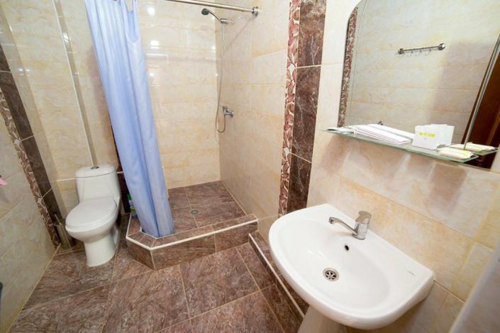 Туалетная комната номера Люкс в пансионате Vityazevo Family