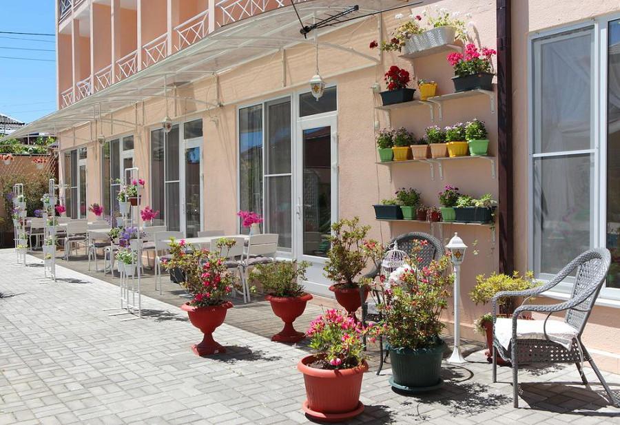 Территория отеля Viva Maria, Гячрыпш, Гагра, Абхазия