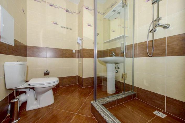 Туалетная комната двухместного номера в VK Hotel Royal