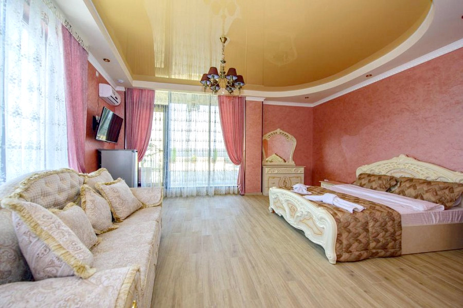 Полулюкс четырехместный VK Hotel Royal