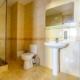 Туалетная комната номера Полулюкс в VK Hotel Royal