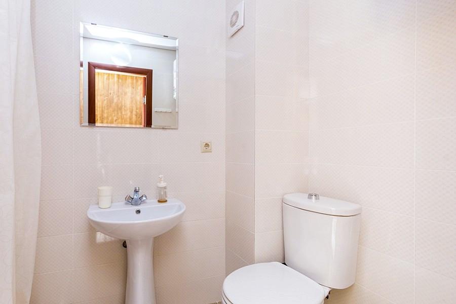 Туалетная комната Стандартного номера в Новом корпусе пансионата Водопад