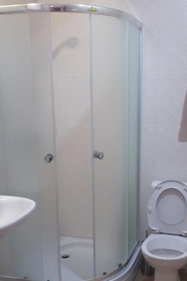 Туалетная комната Стандартного номера отеля Волна