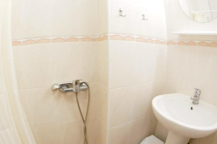 Туалетная комната одноместного номера 2 категории в ТОК Восход
