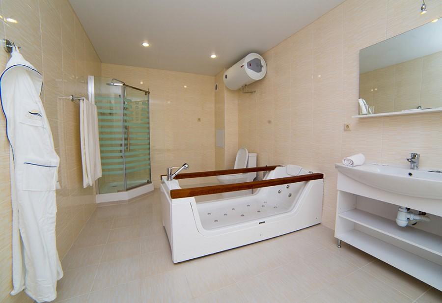 Туалетная комната номера Люкс Wellness Park Hotel Gagra