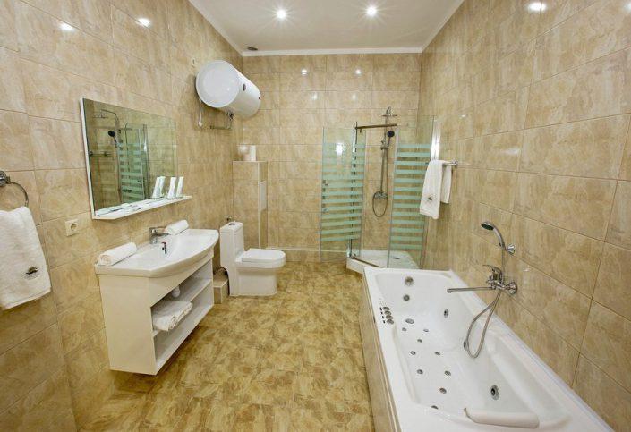Туалетная комната номера VIP Wellness Park Hotel Gagra