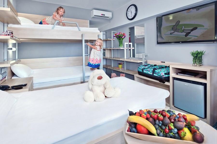 Улучшенный трехместный с раздельными кроватями в отеле Ялта-Интурист