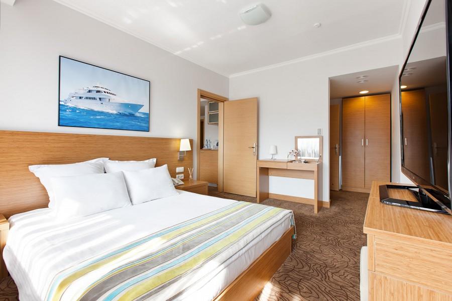 Стандарт двухместный двухкомнатный с двуспальной кроватью в отеле Ялта-Интурист