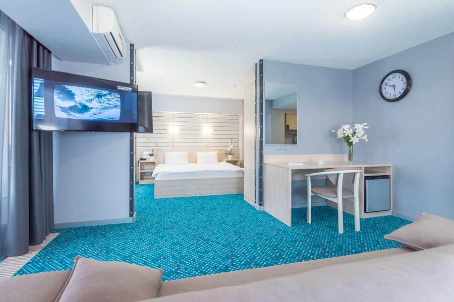 Люкс Студия двухместная с двуспальной кроватью в отеле Ялта-Интурист