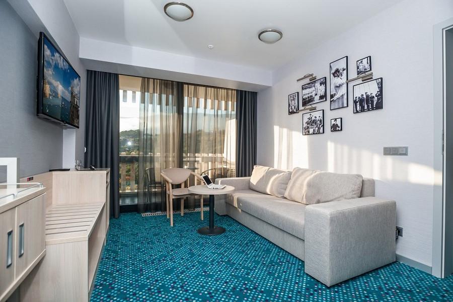 Люкс двухместный двухкомнатный с двуспальной кроватью в отеле Ялта-Интурист