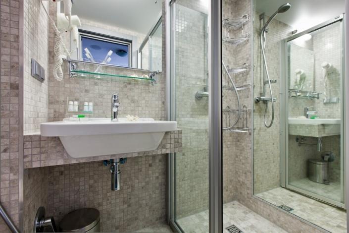 Туалетная комната номера Люкс в отеле Ялта-Интурист