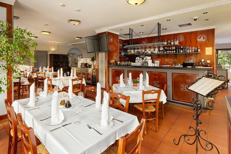 Ресторан А-Тавола на территории отеля Ялта-Интурист