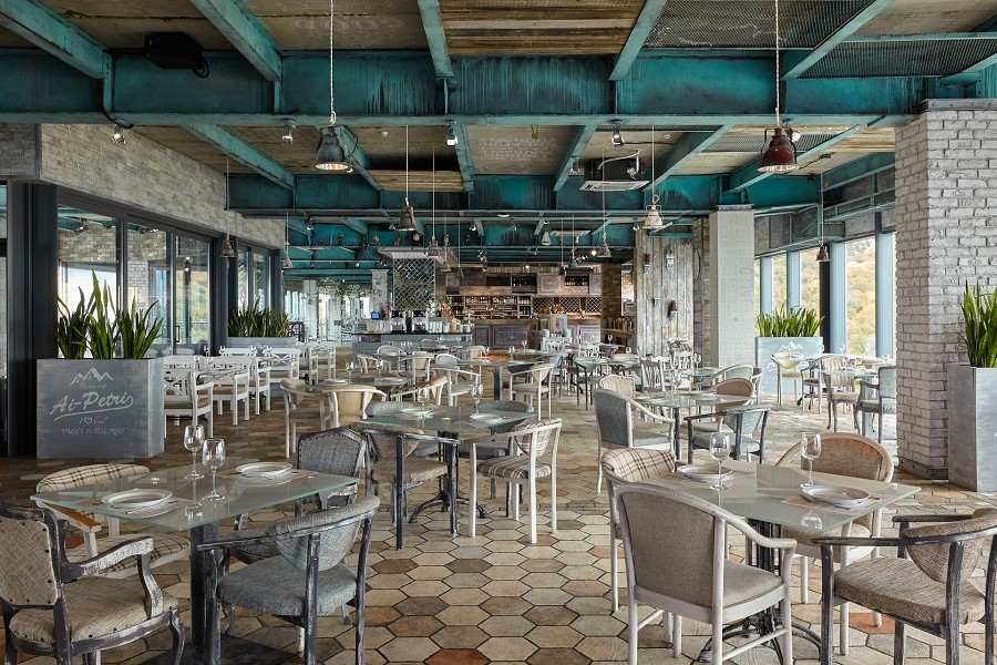 Ресторан Ай-Петри на территории отеля Ялта-Интурист