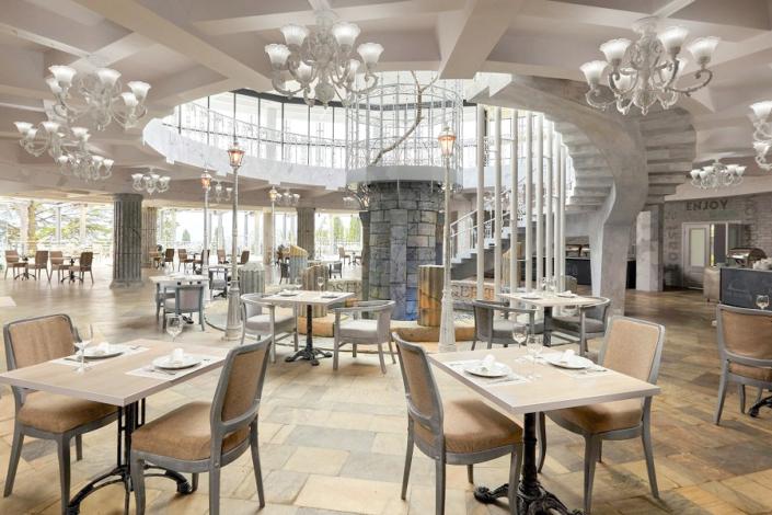 Ресторан Ливадия на территории отеля Ялта-Интурист