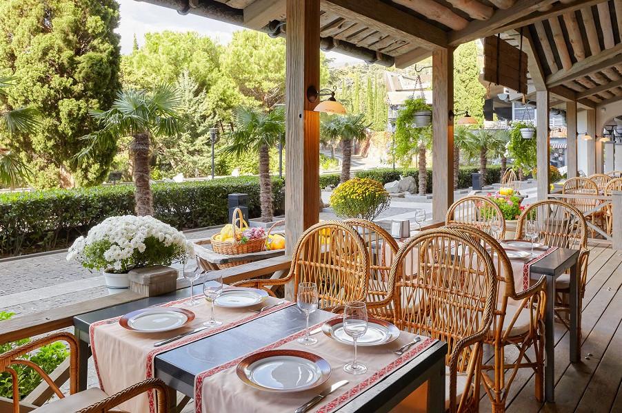 Ресторан Мамины пельмешки на территории отеля Ялта-Интурист