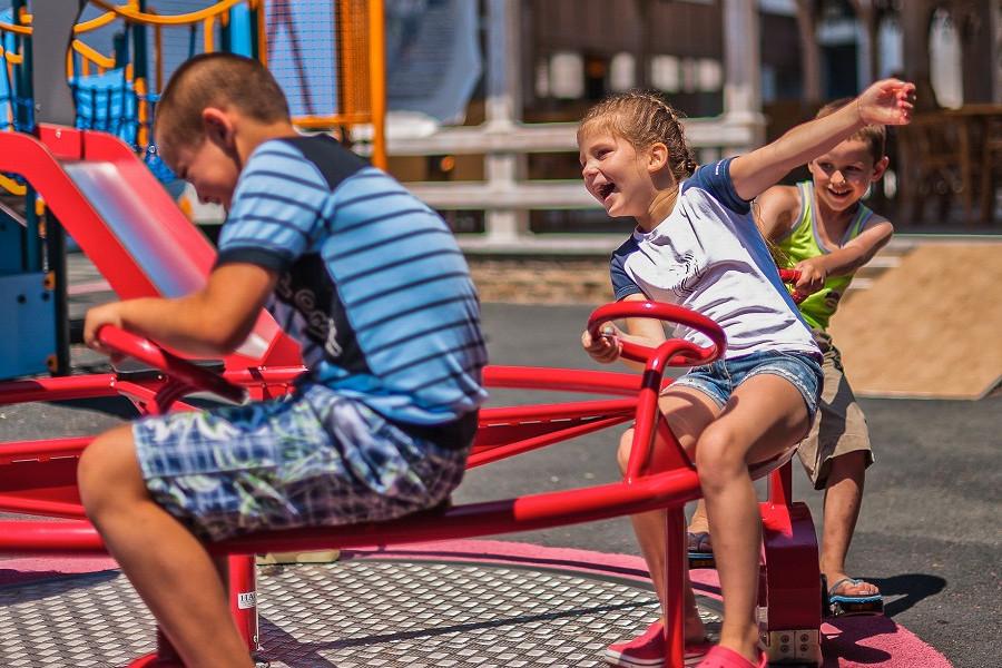 Детская площадка на территории отеля Ялта-Интурист