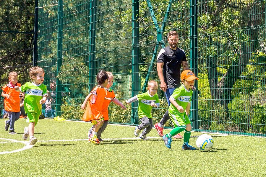 Футбол на территории отеля Ялта-Интурист