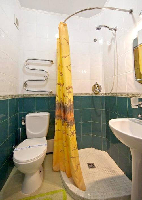 Туалетная комната номера Стандарт в Корпусе 1 санатория Юрмино