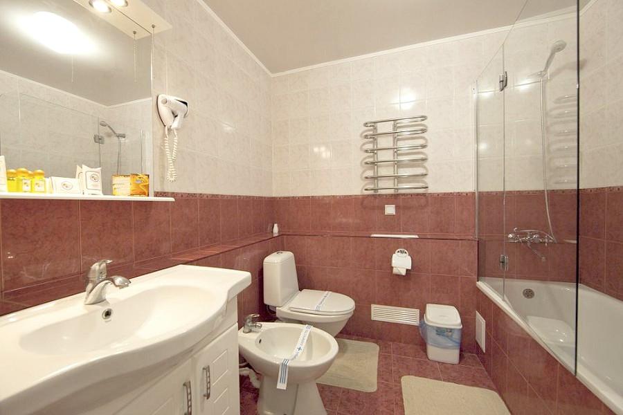 Туалетная комната номера Комфорт в Корпусе 1 санатория Юрмино